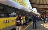 Пассажиры поезда с Саакашвили предложили сесть в автобус